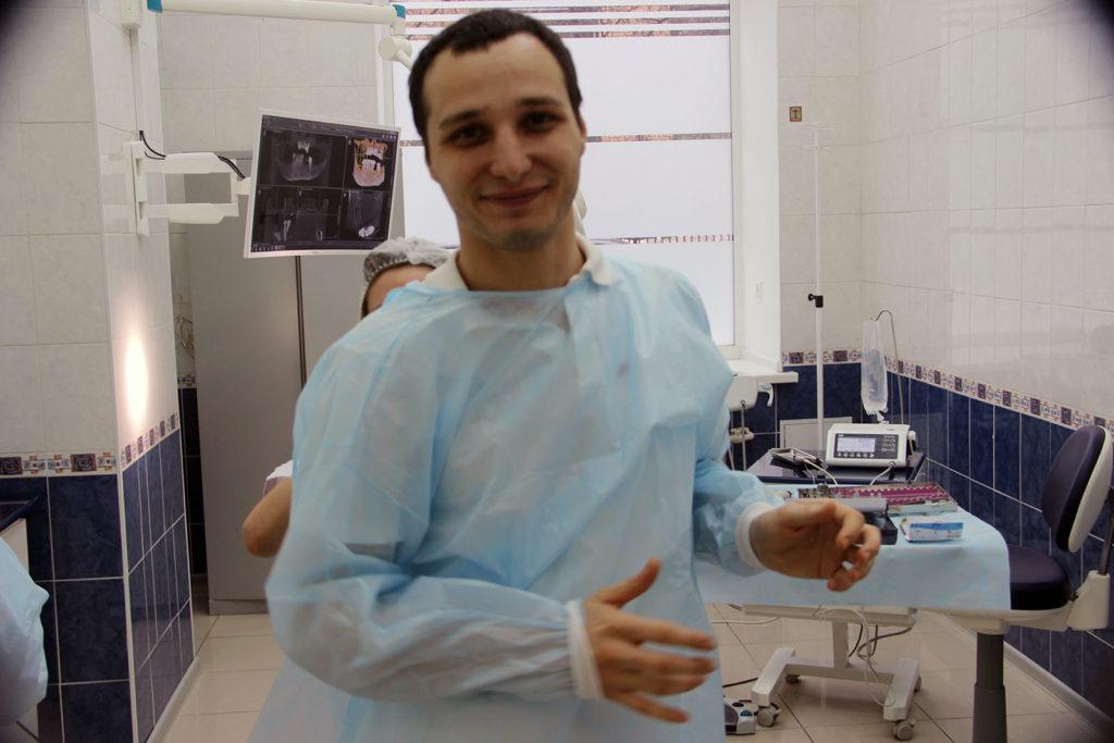 """Специалисты по несъемному протезированию All-on-4 в клинике """"Зубы за 1 день"""""""