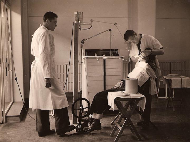 лечение зубов раньше